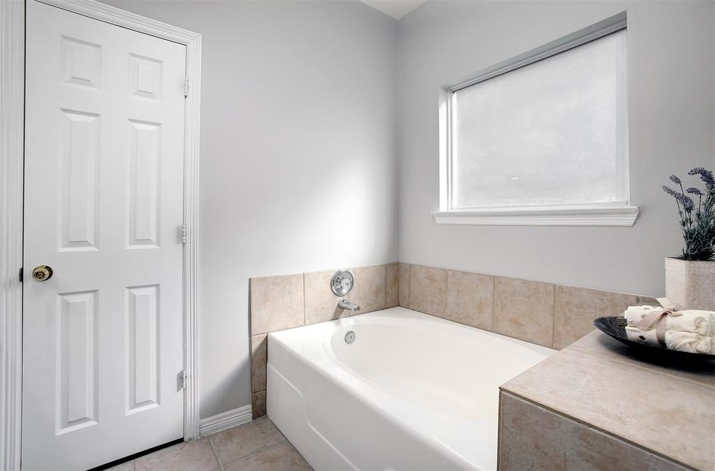 master tub bath tiled surround