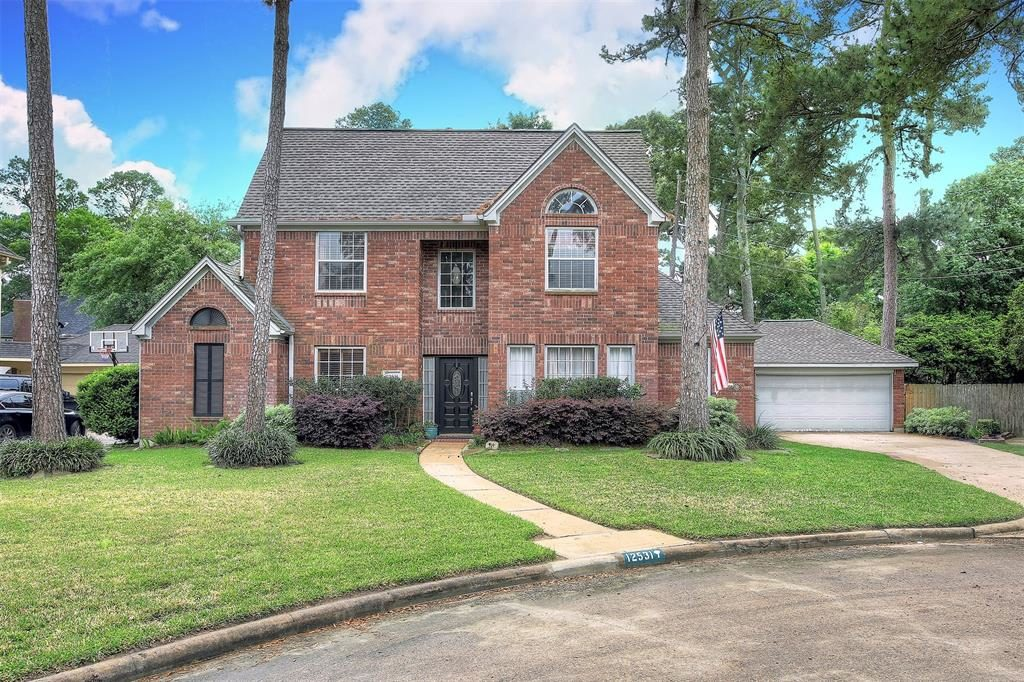4 bedrooms 3 baths lakewood forest Jennifer Bartlow