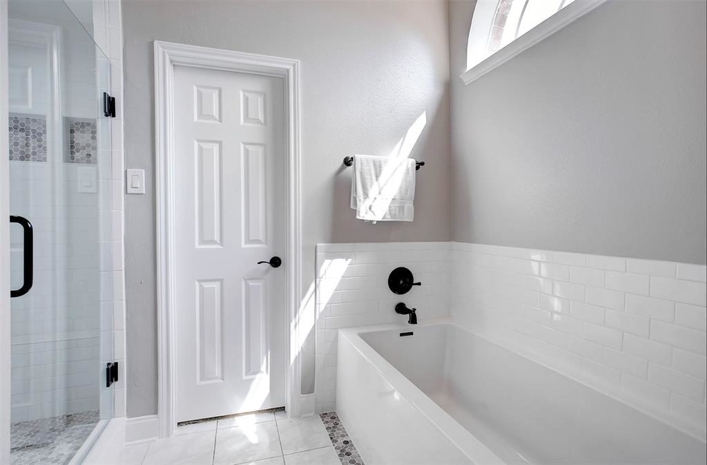 large master bath tub